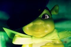 BIG GREEN SMILE (Anne-Miek Bibbe) Tags: macromondaycandidate macromondays macro happymacromonday groen green grün verde vert canoneos700d canoneosrebelt5idslr annemiekbibbe bibbe nederland 2018 plastik speelgoedbeestjeplastic toy animal