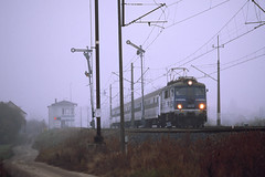 EU07-421 (pedro4d) Tags: contax rx carl zeiss sonnar 13528 expired kodak e100gx film analog slide train railway kolej pociąg pkp intercity tlk moniuszko