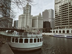 Moorings (ancientlives) Tags: chicago chicagoriver illinois il usa travel trips river riverwalk riverboat rivercruise downtown loop michiganavenue buildings towers architecture skyline skyscrapers cityscape city walking tuesday cold weather november 2018 autumn