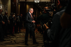 Premier/premier ministre MacLauchlan speaks to the media/s'adresse aux médias