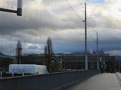 Luzern (Priska B.) Tags: luzern schweiz switzerland swiss svizzera innerschweiz zentralschweiz dezember advent brücke himmel wolken bahnhof schiffsanlegestelle anlegestelle geländer strasse gehsteig trottoir weihnachtsbeleuchtung