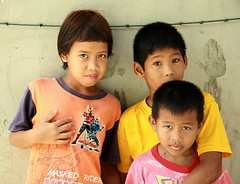 children (the foreign photographer - ฝรั่งถ่) Tags: three children kids khlong thanon portraits bangkhen bangkok thailand canon