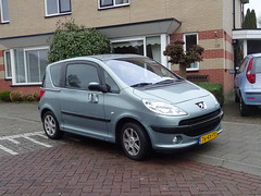 PEUGEOT 1007  76-RX-PD 2005 Apeldoorn (willemalink) Tags: peugeot 1007 76rxpd 2005 apeldoorn