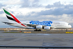 Emirates Airbus A380-861 A6-EOQ FRA 08-12-18 (Axel J.) Tags: emirates airbus a380 a6eoq luftfahrt fluggesellschaft flughafen flugplatz aircraft aeroplane aviation airline airport airfield 飞机 vliegtuig 飛機 飛行機 비행기 авиация самолет תְעוּפָה hàngkhông avion luchtvaart luchthaven avião aeropuerto aviación aviação aviones jet linienflugzeug vorfeld apron taxiway rollweg runway startbahn landebahn outdoor planespotter planespotting spotter spotting fracht freight cargo military militaer