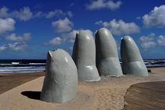 Punta del Este - La Mano 3 (luco*) Tags: amérique du sud south america del sur uruguay punta este playa brava la mano sculpture mario irrazabal plage sable sand sea mer océan atlantique atlantic ocean flickraward flickraward5