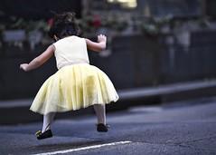 fairy jumps! (gro57074@bigpond.net.au) Tags: sydneychristmasstreetcelebrations 2018 november kingstreet cbd candidstreet candid street sydney f14 105mmf14 artseries sigma d850 nikon colour jubilant happiness joy dancing jumps girl toddler