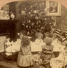 Christmas Morning—Saying Grace, 1901 (Alan Mays) Tags: ephemera stereoscopiccards stereographs stereoviews stereocards stereophotography stereoscopic stereo cards views photographs photos foundphotos christmas xmas december25 holidays christmastrees trees ornaments decorations christmasdecorations children girls clothes clothing dresses prayers praying grace interiors wallpapers tables chairs furniture breakfast meals eating toys dolls patriotic flags stars stripes 1901 1900s antique old vintage griffith geowgriffith georgewgriffith publishers philadelphia pa pennsylvania griffithgriffith vptp
