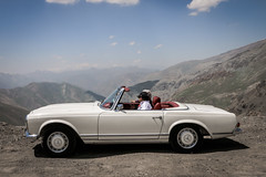 Beautiful Pagoda in Dizin Hights, Tehran, Iran. (k_rabbanian) Tags: automotive car carporn mercedesbenz mercedes benz coupe ponton pagoda convertible cabriolet iran tehran iranian irani canon 6d canon6d 70d canon70d dizin