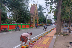 Almsgiving to the monks (Ralph Apeldoorn) Tags: almsgiving monk offering temple chiangkhan changwatloei thailand th