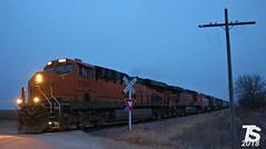 2/2 BNSF 7094 Leads WB L571 Manifest Ackley, IA 12-22-18 (KansasScanner) Tags: iowafalls ackley austinville iowa cn bnsf up train railroad