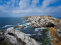 Acantilado en Baleal, Peniche (Leiria, Portugal) (Miguelanxo57) Tags: acantilado rocas mar océano paisaje pintoresco isla baleal peniche leiria portugal
