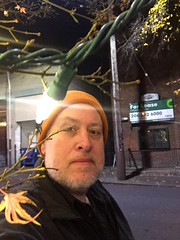 Day 2513: Day 323: Light (knoopie) Tags: 2018 november iphone picturemail doug knoop knoopie me selfportrait 365days 365daysyear7 year7 365more day2513 day323 roystreet