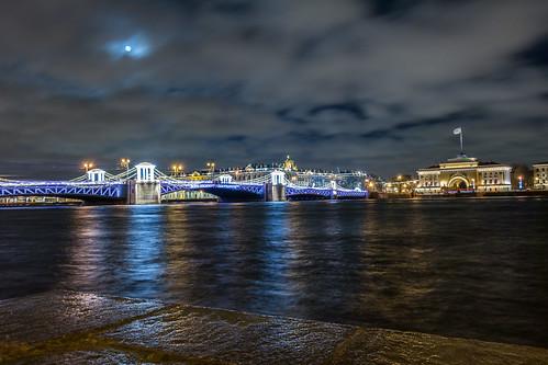 Дворцовый мост (С-Петербург)