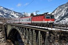 1144 220, IC 690 ( Wien Westbf. -> Villach ). Angertal (M. Kolenig) Tags: 1144 tauernbahn brücke intercity