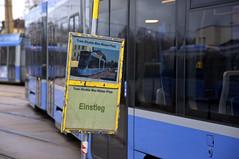 Abfahrtshaltestelle im Betriebshof (Frederik Buchleitner) Tags: 2501 avenio betriebshof betriebshof2 munich münchen siemens sofa sonderfahrt strasenbahn streetcar twagen t4 tram trambahn