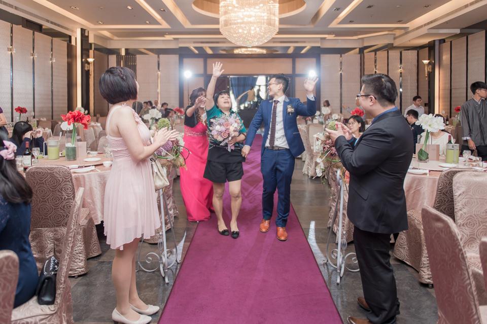 台南東東宴會式場 婚宴 走在幸福的紅毯上 R & B 099