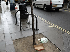 20190116T14-32-12Z (fitzrovialitter) Tags: england fitzrovia gbr geo:lat=5151967000 geo:lon=013494000 geotagged unitedkingdom peterfoster fitzrovialitter city camden westminster streets urban street environment london streetphotography documentary authenticstreet reportage photojournalism editorial daybyday journal diary captureone olympusem1markii mzuiko 1240mmpro microfourthirds mft m43 μ43 μft ultragpslogger geosetter exiftool rubbish litter dumping flytipping trash garbage