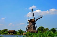KINDERDIJK (JaapCom) Tags: jaapcom kinderdijk mill moulin molen molino molinos clouds historisch landscape landschaft landed holland dutchnetherlands water