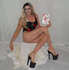 New vid premiering later today. Link below (queen.catch) Tags: retro leotard drag bathing suit transvestite heels pantyhose youtuber youtubevideo dragqueen legsfordays nylons crossdresser tranny wig makeup sissy feminization lycra gatta pantyhosereview