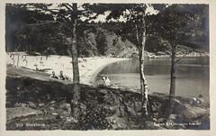 Postkort fra Agder (Avtrykket) Tags: strand badende lekebåt postkort sjø sommer strandliv grimstad austagder norway nor