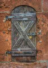 Something to hide (Parchman Kid (Jerry)) Tags: büdingen germany street road doors houses parchmankid sony a6000
