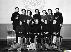 tm_6021 (Tidaholms Museum) Tags: svartvit positiv fotografier gruppfoto kvinnor människor gitarr dragspel musikinstrument frälsningsarmén salvationarmy