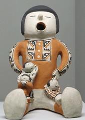 Horniman Museum 30-12-2018 (13) Storyteller Figure from New Mexico (Padski1945) Tags: hornimanmuseum foresthill london se233pq londonmuseums londonscenes museumsoflondon museumsofengland museumsofbritain museumsofgreatbritain frederickjohnhorniman charlesharrisontownsend heads anthropology thestoryteller