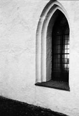 Window (Theolde) Tags: leicamp film kodak trix400at1600