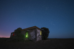 jpg final (fjsmalaga) Tags: nocturna estrellas playa casa laser arbol paisaje luces colores noche ngc