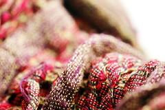 Echarpe en laine (Christian Chene Tahiti) Tags: canon 6d macromondays cloth vêtement linge cachecol laine whool auckland blanc rouge red white couleur colour hmm macro nouvellezélande newzealand bokeh closer closeup cachecou warmer écharpe scarf
