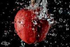 Apple Splash! (Betrachtungsweisen) Tags: wasser highspeed splash eos77d water apfel apple makro macro
