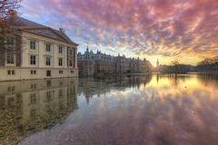 Mauritshuis Museum & Binnenhof at Sunset (Rob Kints (Robk1964)) Tags: denhaag mauritshuis binnenhof buildings government hetplein hofvijver innercourt nederland night pond reflections thehague thenetherlands