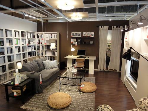 イケアの家具で作るリビング兼ワークスペースと題した写真
