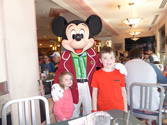 Florida Day 4 - 101 Disneys Hollywood Studios Minnies Holiday Dine at Hollywood and Vine Mickey Mouse (TravelShorts) Tags: wdw walt disney world disneys hollywood studios florida orlando fantasmic frozen vine star wars tower terror