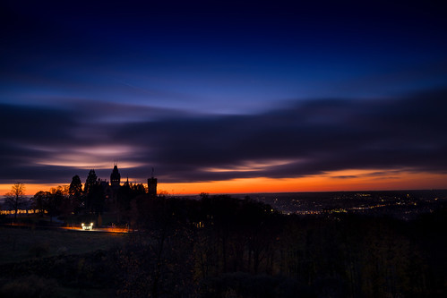 Schloss Drachenburg und Bonn blaue Stunde