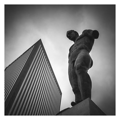 Icare (Vesa Pihanurmi) Tags: statue sculpture art architecture ladéfense paris france monochrome mitoraj