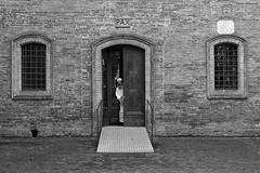 2019 - Apri la tua porta alla pace (carlo tardani) Tags: chiusurediasciano asciano siena toscana abbaziamonteoliveto sanbernardotolomei cattedrale cattedraledellanativitàdimariadimonteolivetomaggiore gotico bw bianconero blackandwhitephotograpy nikond4s bestportraitsaoi