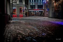 IMG_6902 (denjah) Tags: 2018 городскоеосвещение дома ноч ночноефото улица iela latvia night кафе зимнийвид зима snow street снег город denjahphoto riga
