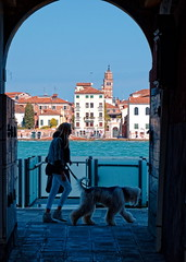 Venice / Giudecca / Woman with hairy dog (Pantchoa) Tags: vénétie venise giudecca passage arcade femme chien canal eau maisons promenade italie europe laisse ruelle photo rue campanile clocher tour