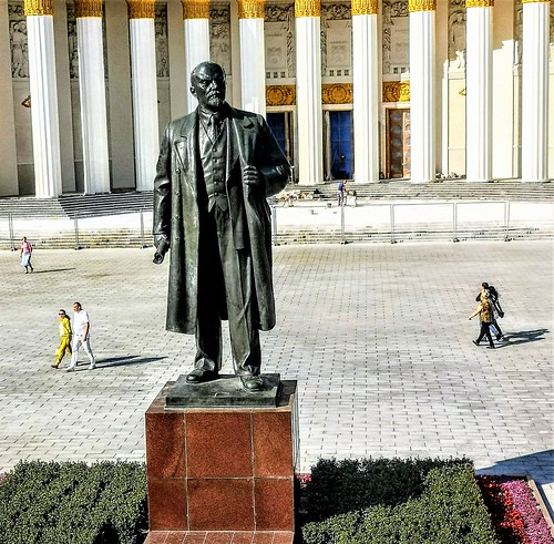 Vladimir Lenin en el Centro Panruso de Exposiciones en Moscú - Rusia
