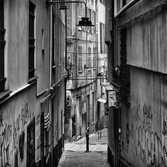 Genova liguria italia (michael_obst) Tags: liguria genua genova bellaitalia street building bnw monochrome samyang35mm