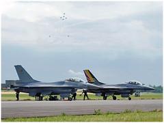 Belgian Air Force F16 & Breitling Jet Team (Aerofossile2012) Tags: belgianairforce f16 generaldynamics ba102 meeting airshow avion aircraft dijon longvic 2017 breitling