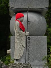 Gardien (EP61) Tags: e©️p sculpture rojo red rouge gardien statue statuette okunion cementery japan japon koyasan