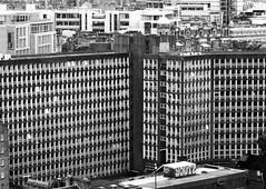 Argyle House, Dùn Èideann/ Edinburgh, 1968 (Rhisiart Hincks) Tags: didrugaredd brutal scotland alba yralban broskos ecosse eskozia schottland schotland أسكتلندا苏格兰 šotimaa skócia škotija skotija szkocja skotsko skotlanti modern pensaernïaeth arkitektura architecture adeiladouriezh tisavouriezh ailtireachd ailtireacht pennserneth dùnèideann edinburgh caeredin blancinegre duagwyn gwennhadu dubhagusgeal dubhagusbán blackandwhite bw zuribeltz blancetnoir blackwhite monochrome unlliw blancoynegro zwartwit sortoghvid μαύροκαιάσπρο feketeésfehér juodairbalta cistyscape dinaslun