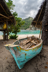Out of Order (Dschett) Tags: boat palmtree leaves beach turquoise cloudy old ocean paint