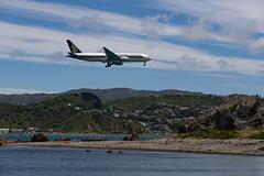 Landing in Wellington (Jose David) Tags: singaporeairlines beach wellington planes newzealand rocks wellingtonregion nz