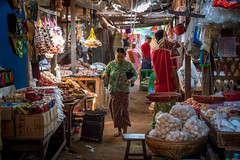 Mani Sithu Market (Seb & Jen) Tags: bagan myanmar burma birmanie mandalayregion myanmarbirmanie oldbagan nyaungu royaumedepagan market marche mani sithu