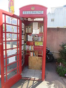 Douarnenez et la lecture. (Traveling with Simone) Tags: douarnenez lecture livre livres books bretagne brittany finistère bookshelf bookshelves étagères red rouge booth phonebooth