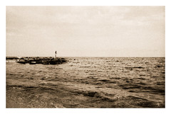 Le pêcheur (Claudio Taras) Tags: claudio contrasto controluce canona1 cielo costa bw bokeh biancoenero bokehlicious street shadow sepia santeodoro spiaggia taras 35mmfilm 24mmfd fd analogica analogico film sardegna standdevelopment