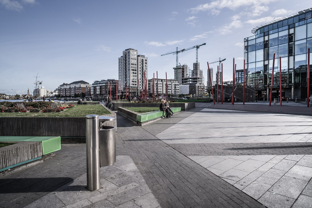 GRAND CANAL SQUARE [GRAND CANAL DOCK AREA OF DUBLIN DOCKLANDS]-145964